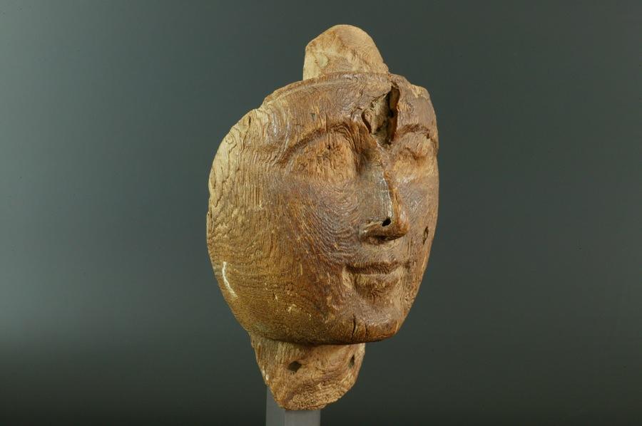 エジプト 新王国 石棺より出土した木製のマスク02   エジプト 新王国 石棺より出土した木製の
